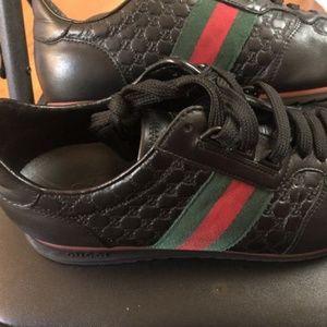 Gucci shoes (Authentic) Men's size 9 1/2